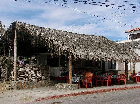 Todos Santos, Meksyk: We had the BEST chicken tacos at this taco stand.