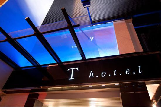 T Hotel Kaohsiung: Entrance