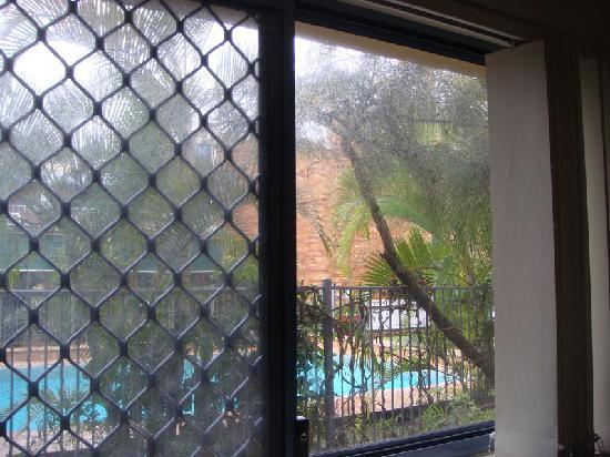 Bella Mare Apartments: dirty windows