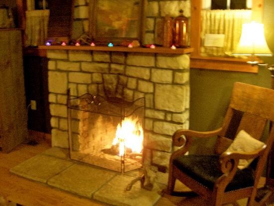 Lake Lucerne Resort: Cozy Fire