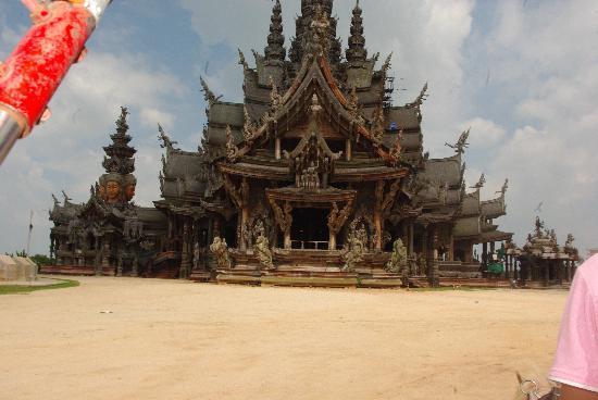 P.72 Hotel: Sanctuary of truth Pattaya