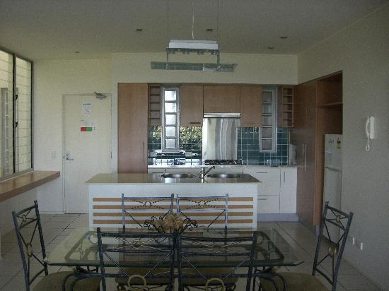 The Sebel Twin Waters: Kitchen and dining area
