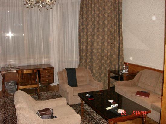 President Hotel: Living room