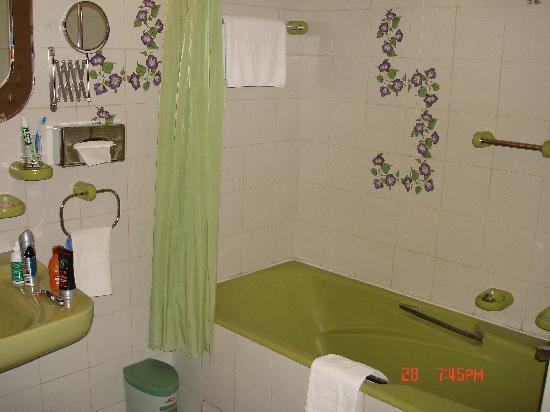 President Hotel: Bath room