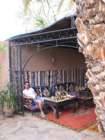 Agdz, Marruecos: a bedouin-style tent in the garden