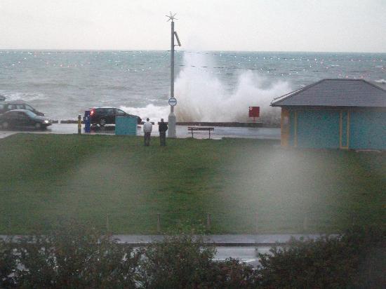 Bay Esplanade Hotel : Rough seas on last evening!