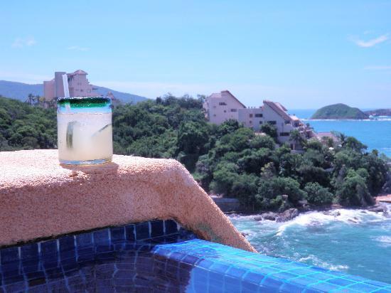 Cala de Mar Resort & Spa Ixtapa: Most delicious cucumber margarita