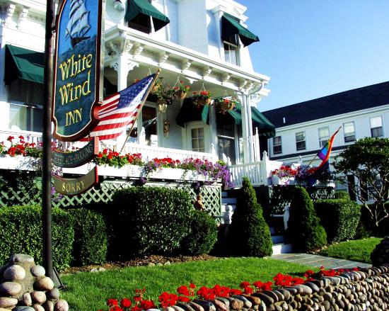 White Wind Inn: Welcoming entrance of the Inn