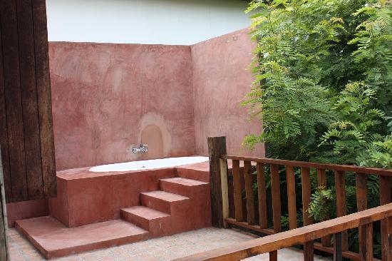 BaanBooLOo: Outdoor bath