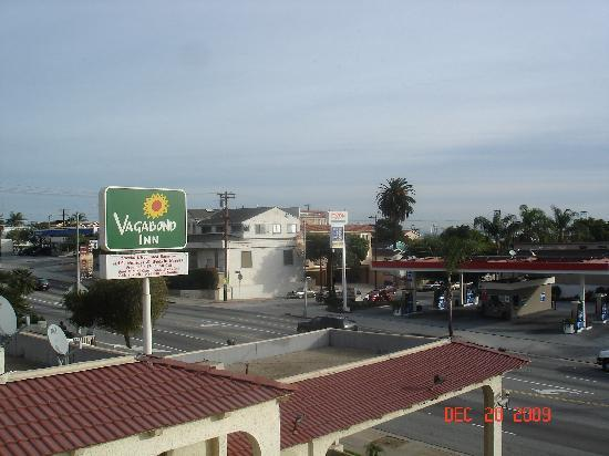 Vagabond Inn San Pedro: View from the 3rd floor balcony looking to the port