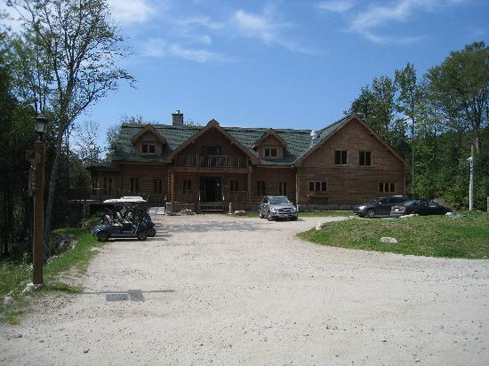 Blueberry Lake Resort: This is the club house, and look at the road...