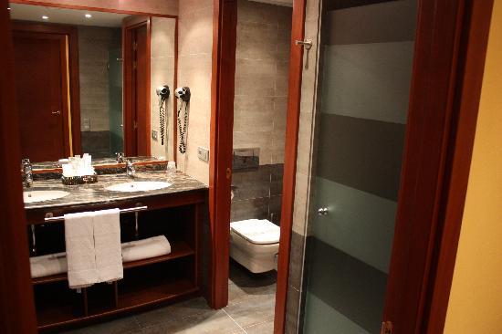Hotel Parador Canaro : the bathroom