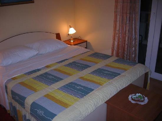 Kastel Stafilic, โครเอเชีย: Comfortable Bed