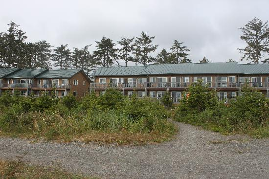 Quileute Oceanside Resort: View on Thunderbird and Whale motel from First Beach