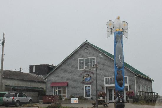 Quileute Oceanside Resort: Rivers Edge Restaurant at La Push