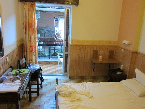 Maltezos Hotel: Double - Room 7 on terrace