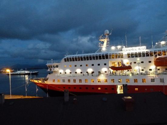 Thon Hotel Moldefjord: Abendlicher Blick aus dem Fenster