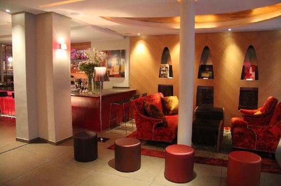 Hôtel Le Six : Fantastic Lobby!
