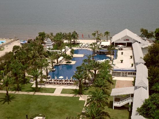 Novotel Hua Hin Cha Am Beach Resort and Spa : view of pool from balcony