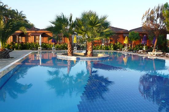 Club Calimera Serra Palace: une des piscines