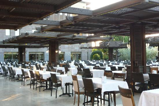 Club Calimera Serra Palace: salle à manger extérieure