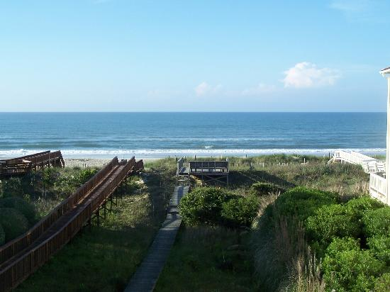 Emerald Isle, Carolina do Norte: View of the beach from our deck