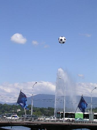Jet d'Eau: J d'Eau in Geneva with large football baloon above it