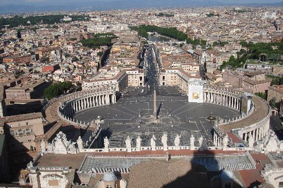 Roma, Italia: Square from the top of St Peters Basilica...