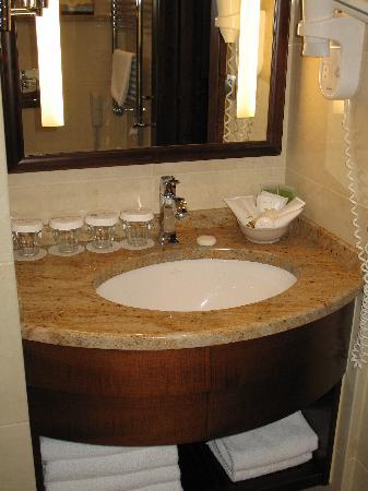 Hotel Romance Puskin: bathroom sink