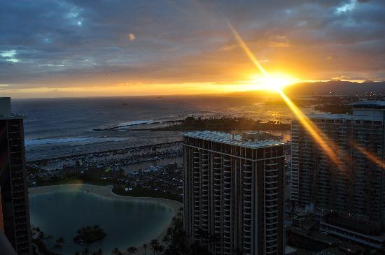 Hilton Hawaiian Village Waikiki Beach Resort : View from our room
