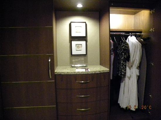 ARIA Resort U0026 Casino: Closets/dresser