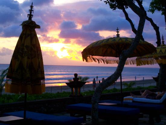 The Oberoi Bali: Sunset sitting by the pool