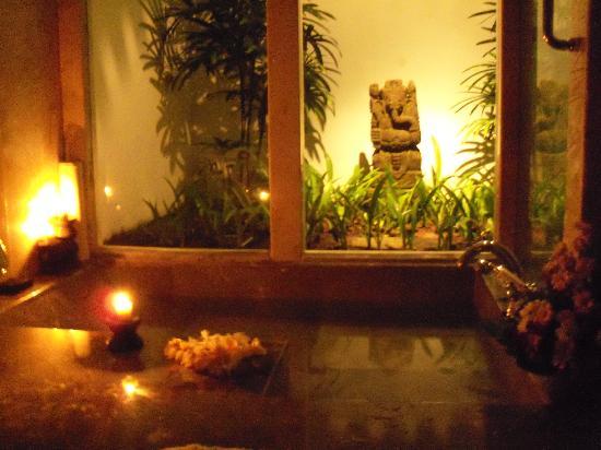 The Oberoi Bali: the bathroom