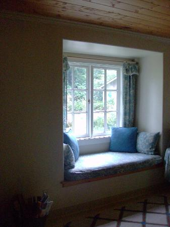 Red Crow Guesthouse: Window Seat to enjoy a good book