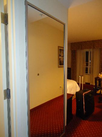 Hampton Inn & Suites Washington-Dulles International Airport: Room