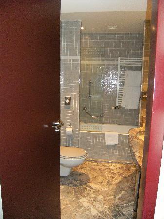 NH Carlton Amsterdam: baño