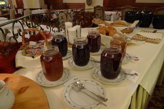Hotel La Collina: Jams and Bread