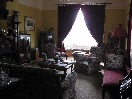 Ashton Gate Guest House: The fantastic lounge room