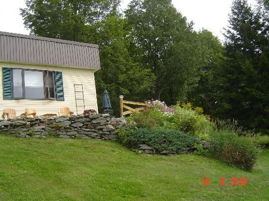 La Bergerie B&B: Enchanted garden with a view