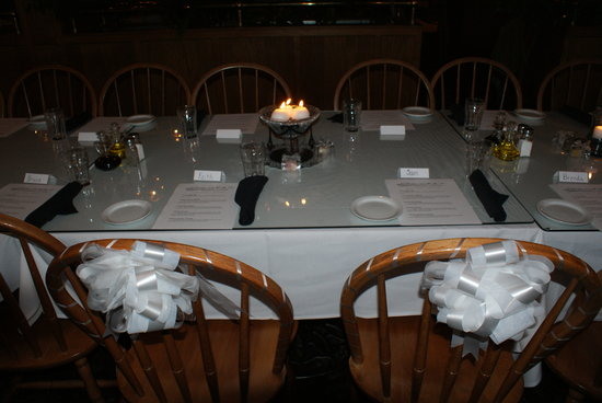Dante's Creative Cuisine: Elegant seating...all we added were our own centerpieces and bows