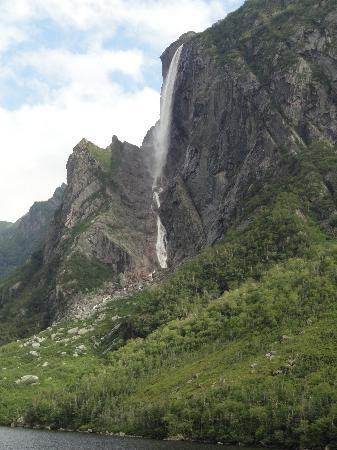Gros Morne National Park: Pissing Mare Falls are 350 meters high and are among the highest in North America.