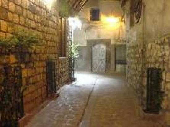 Damascus Old City Hostel: old street
