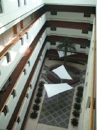 Mason Hotel Shanghai: atrium