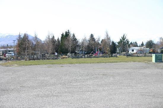 Twizel, Nowa Zelandia: Play ground and Mini Golf course just a stones throw away