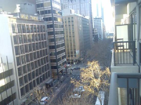 Adina Apartment Hotel Melbourne: View from balcony over Queen Street