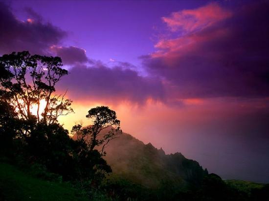 Napili Shores Maui by Outrigger: Pre rain sunset