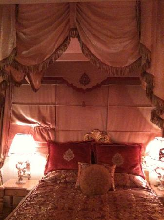Albatros Premier Hotel: our bed