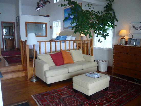 Sooke Harbour House Resort Hotel: 2nd floor room view 2