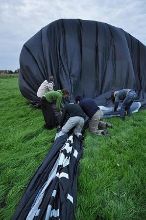 Airventure Ballooning - Balloonflights in Belgium: Packing the balloon, great fun.