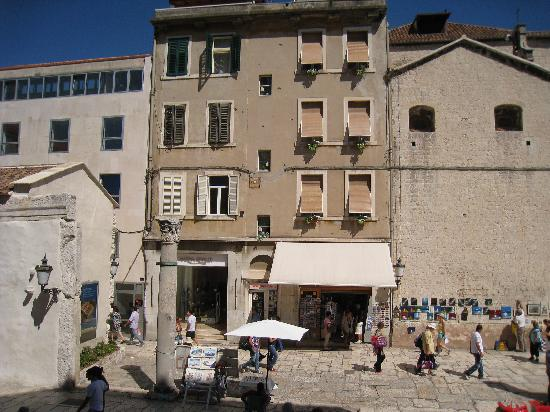 Diocletian's Rooms: The apartments are in the building in the middle